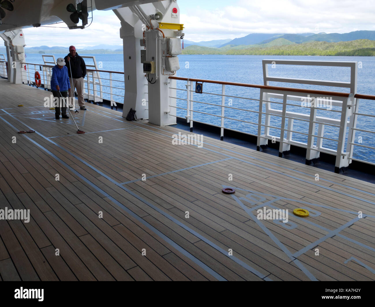 how to play shuffleboard on a cruise ship
