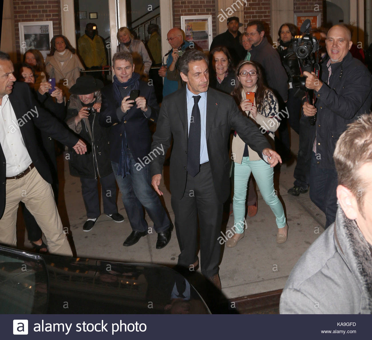Bruni and Sarkozy walked out on the side. 11.03.2010 98
