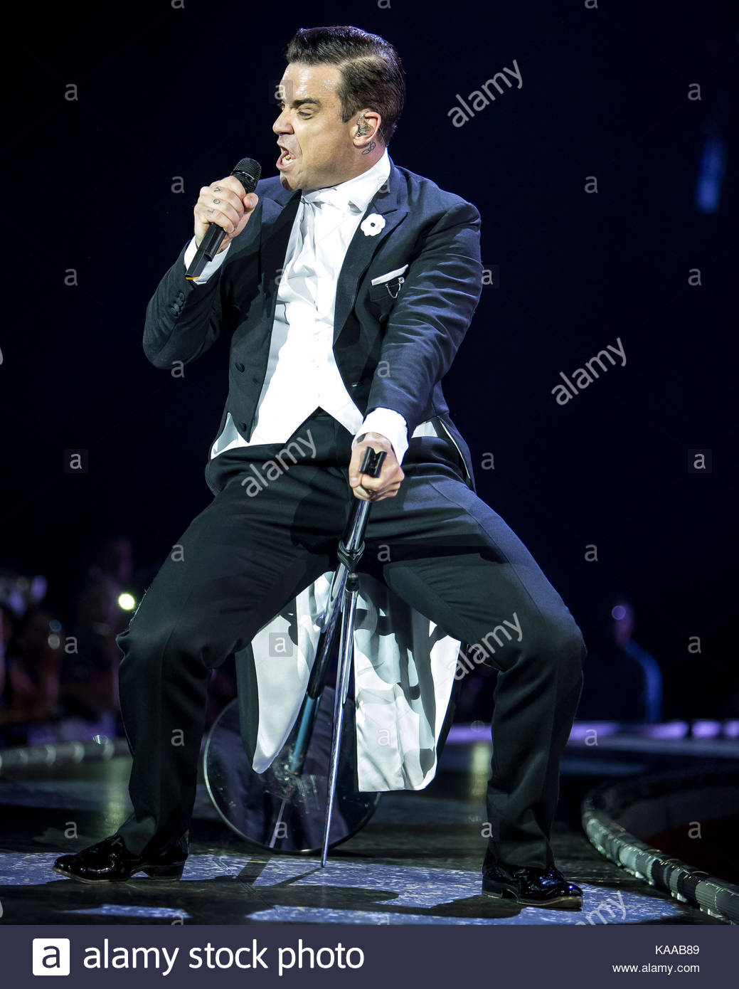 Robbie Williams Robbie Williams Performs His Swing Both Ways Live