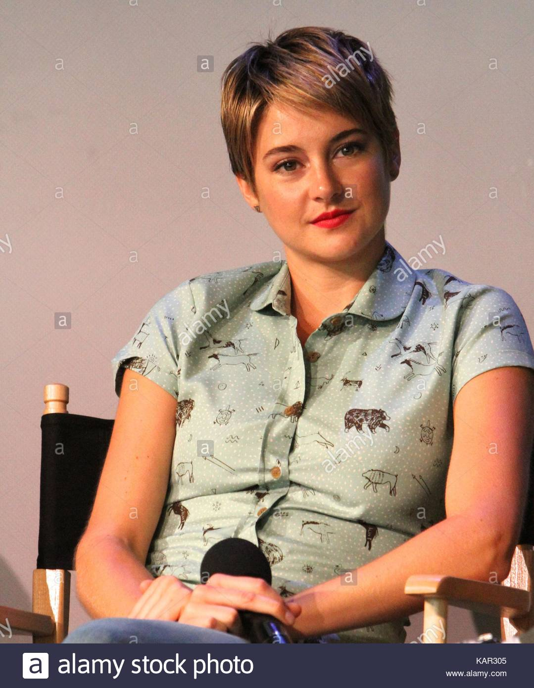 Shailene woodley apple store soho presents meet the filmmakers shailene woodley apple store soho presents meet the filmmakers john green sam trammell and laura dern the fault in our stars event in nyc m4hsunfo