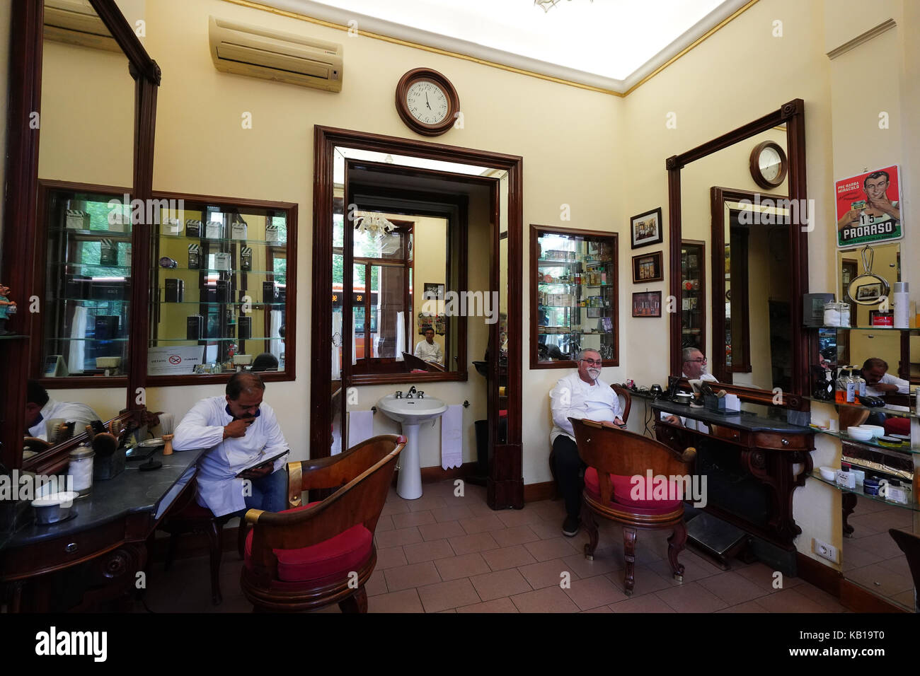 Traditional Barber Shop Stock Photos & Traditional Barber ...