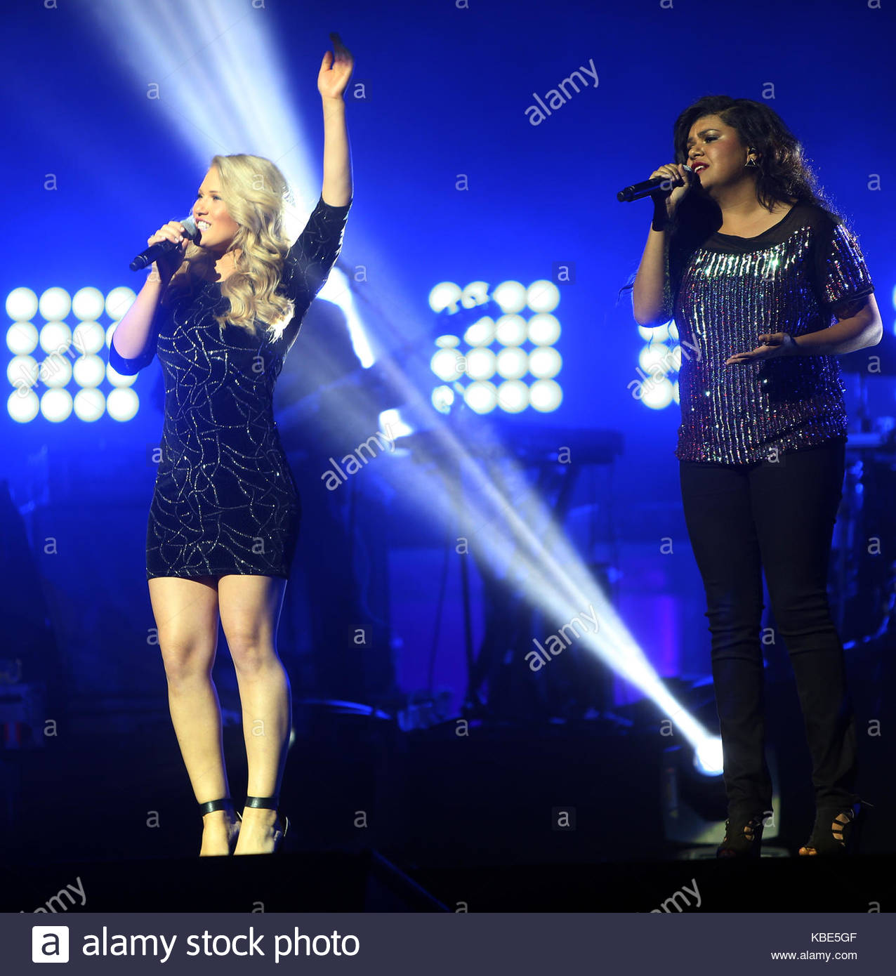 who performs on the voice tour meet
