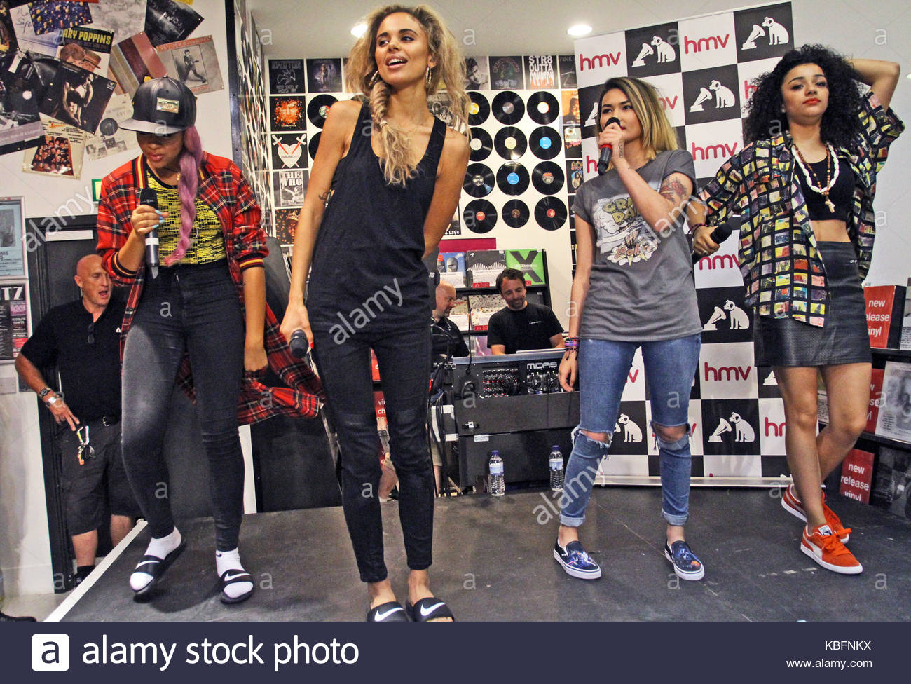 asami zdrenka jessica plummer amira mccarthy and shereen cutkelvin neon jungle neon jungle perform an acoustic set and sign their debut album welcome