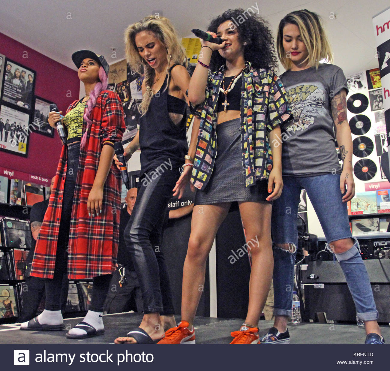 asami zdrenka jessica plummer amira mccarthy and shereen cutkelvin neon jungle neon jungle perform an acoustic set of three songs and then sign their
