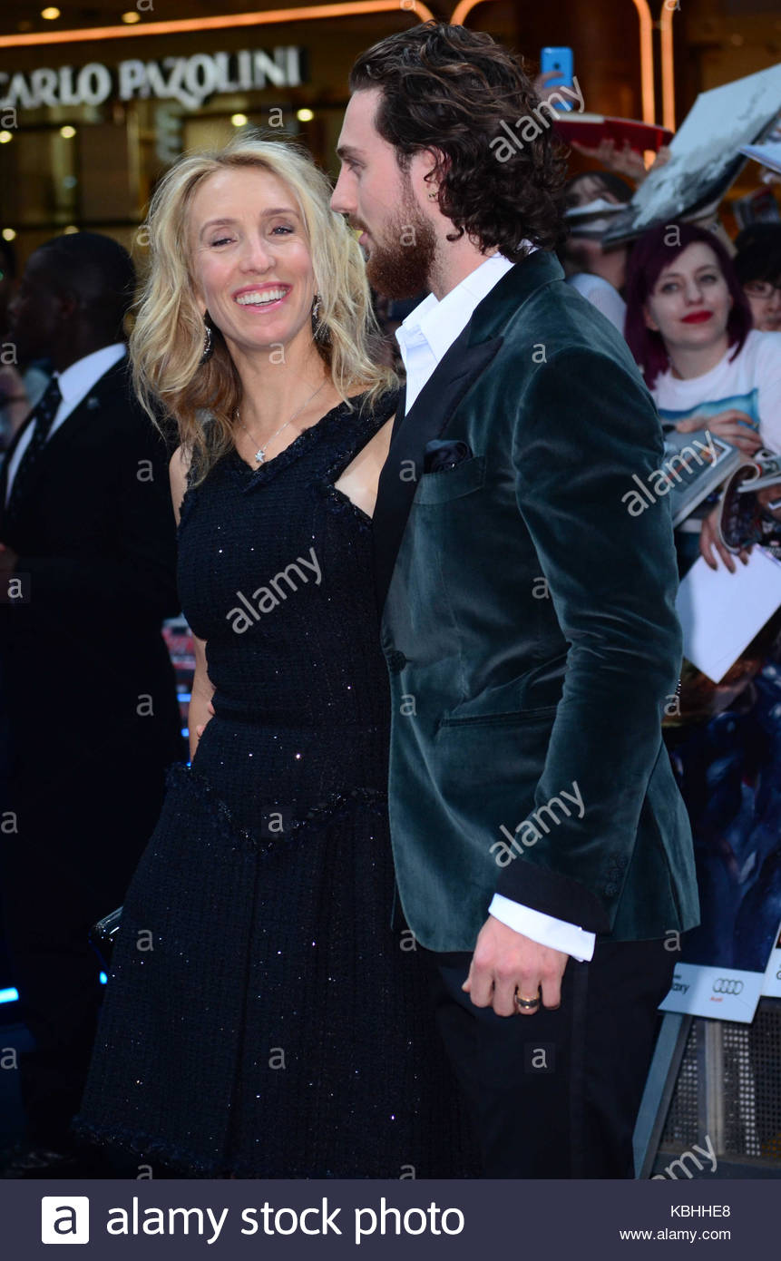 Robert Downey Jr Chris Hemsworth Mark Ruffalo Jeremy Renner Elizabeth Olsen Evans And Other Celebrities Attend