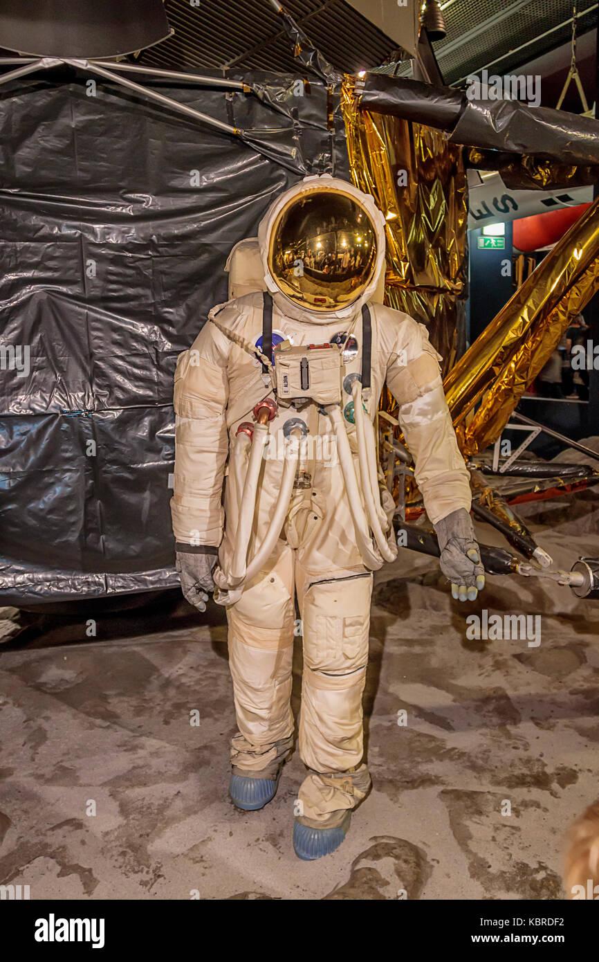 apollo 11 space helmet - photo #28