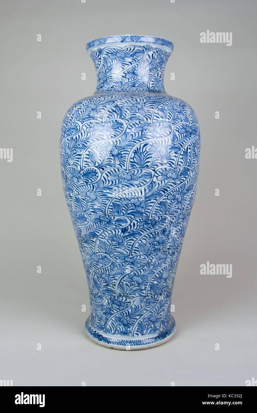 Ming dynasty vase stock photos ming dynasty vase stock images vase ming dynasty 13681644 china porcelain h reviewsmspy