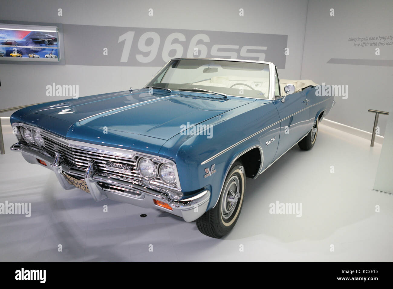 Retro Muscle Car On Nyc Auto Show Stock Photo Alamy - Car show nyc