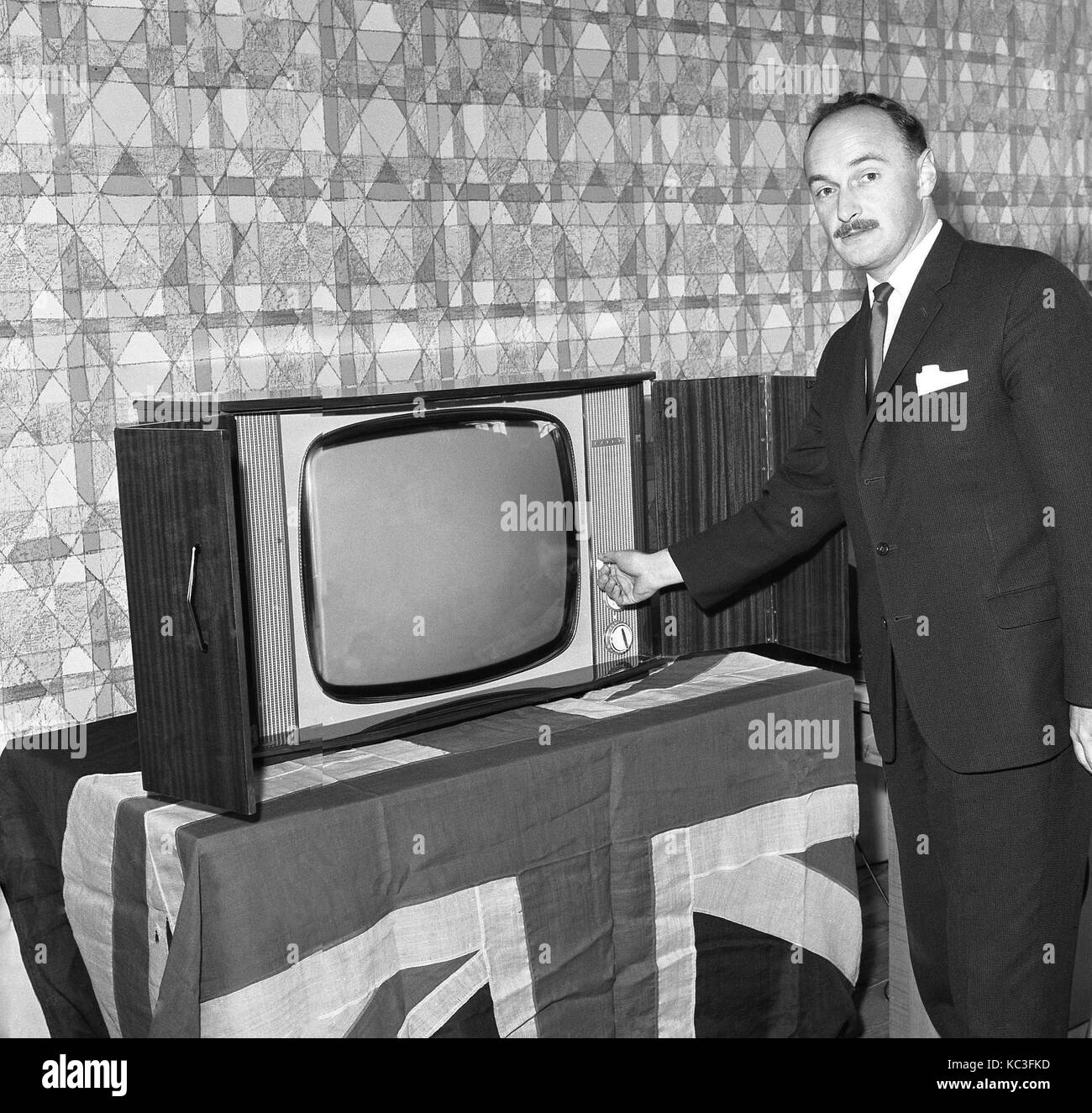 Pose Television En Bois Pro - Television Set 1960s Black And White Stock Photos Images Alamy[mjhdah]http://c.shld.net/rpx/i/s/i/spin/10038424/prod_2335539912