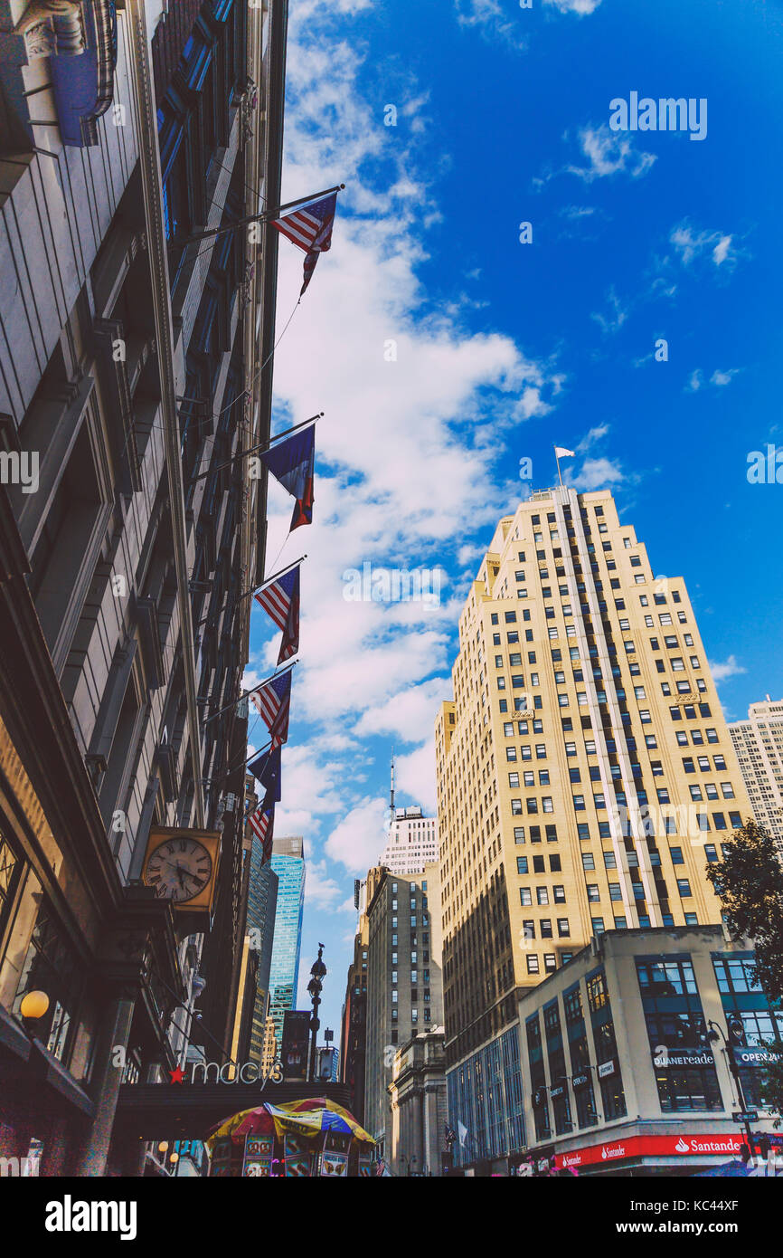 34th street herald square manhattan stock photos 34th for 1633 broadway 3rd floor new york ny 10019
