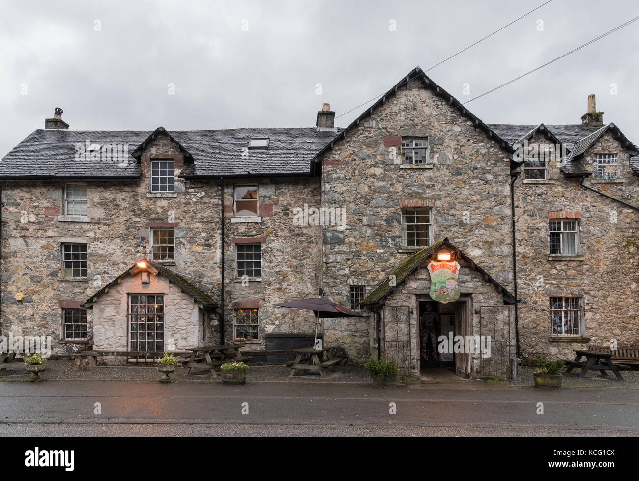 The Drovers Inn >> The Drovers Inn Hotel Restaurant Pub In Inverarnan North Loch