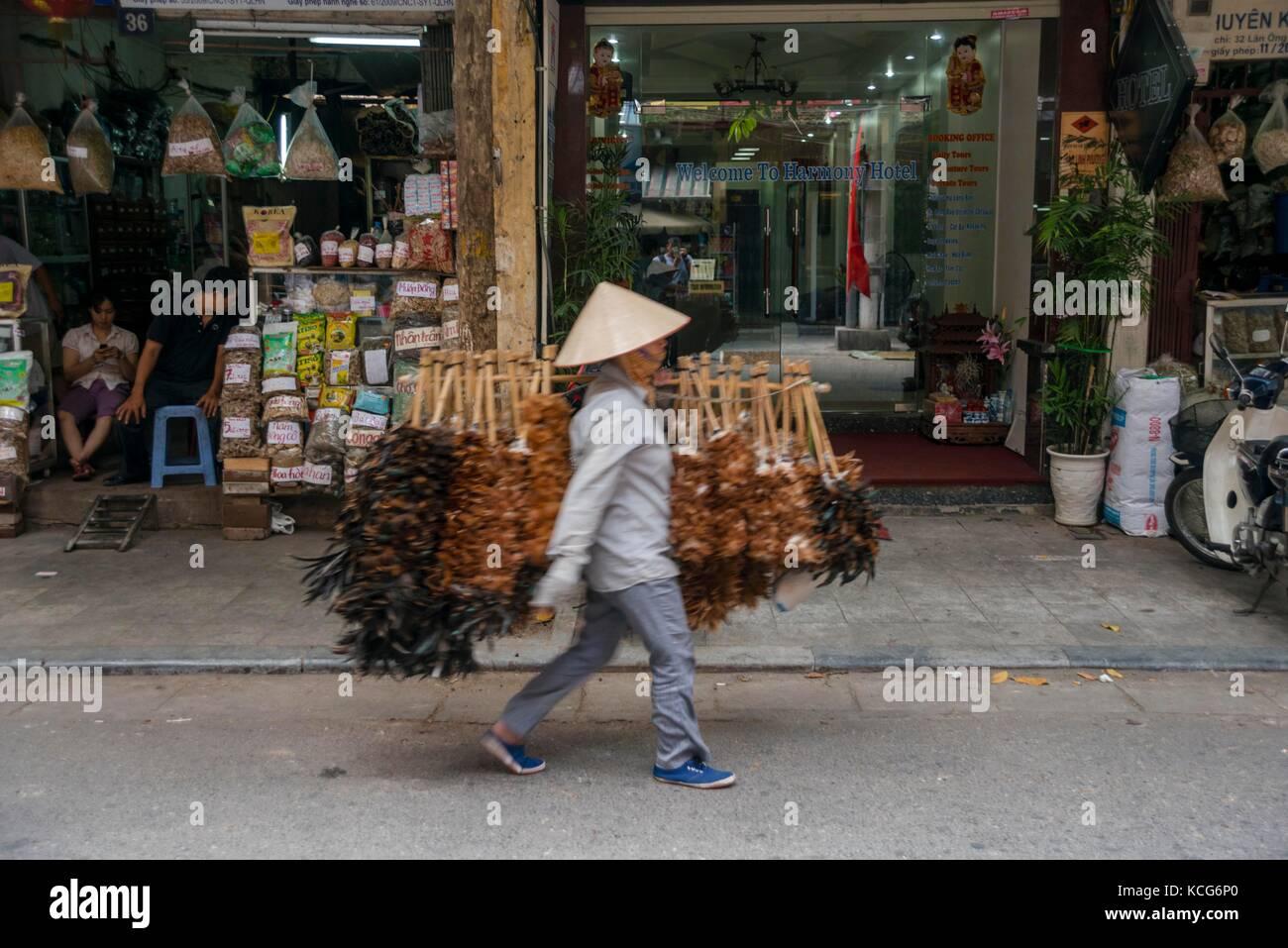 Teen welcome to asian street — img 7