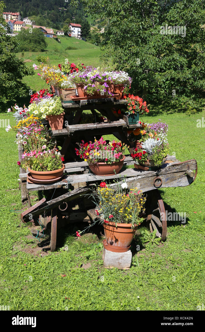 old wooden chariot with flower pots to decorate the garden Stock ...