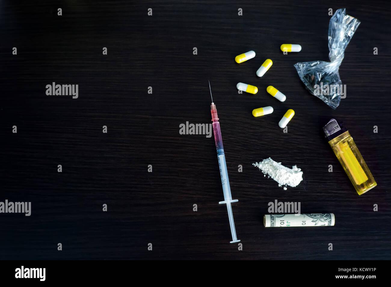 hard drugs and soft drugs Softdrugs softdrugs zijn drugs die je een ontspannen, prettig gevoel kunnen geven ze veroorzaken geen lichamelijk afhankelijkheid en meestal geen geestelijke afhankelijkheid.