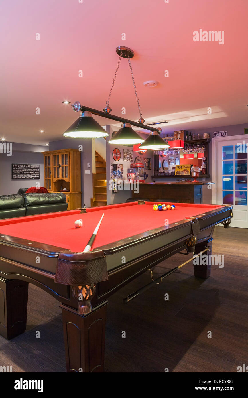 Incroyable Pool Table And Bar In The Family Room In The Basement Inside A Contemporary  Country Style Residential Home, Quebec, Canada