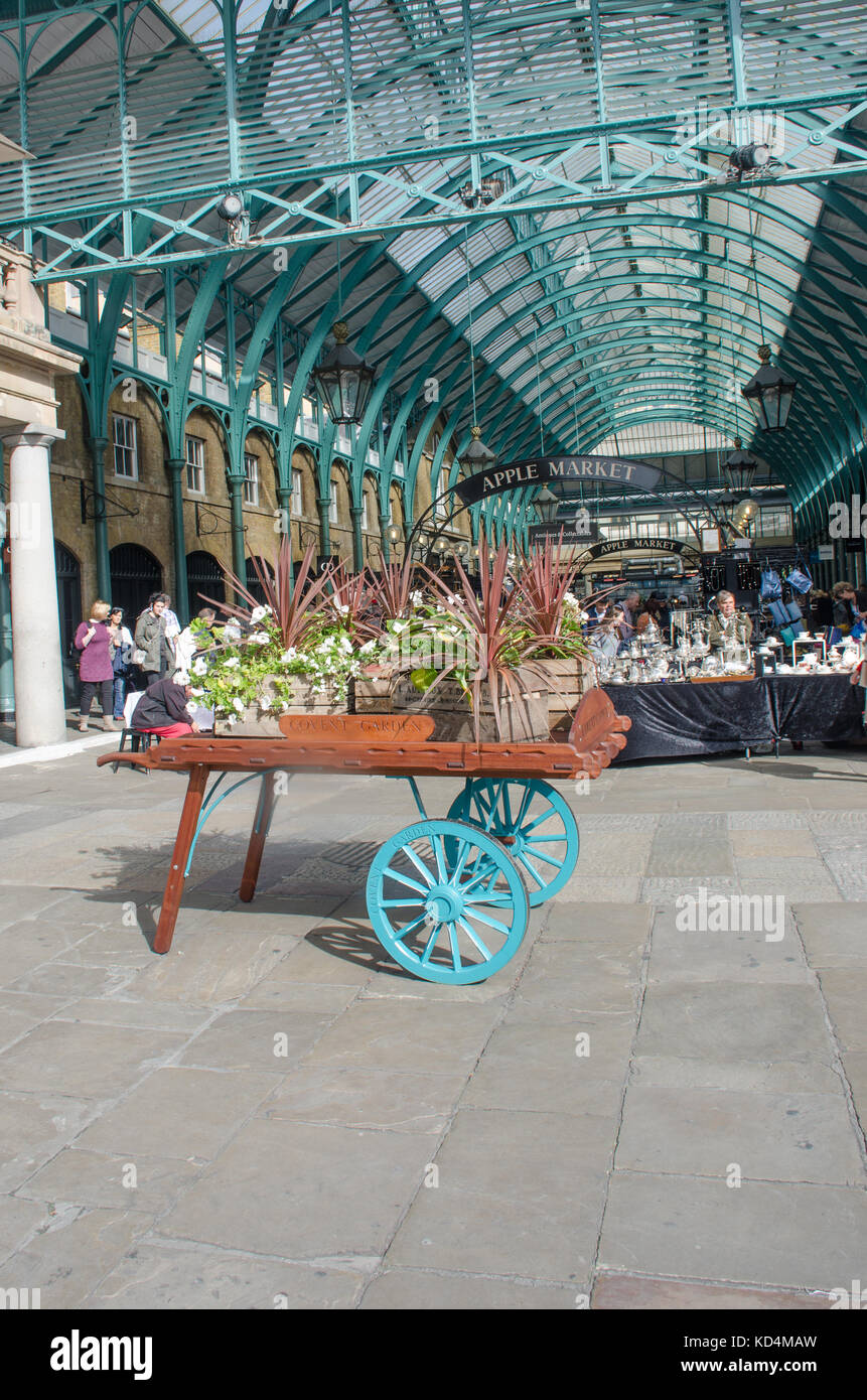 Covent garden flower market interior small 2 - Convent London United Kingdom 2 October 2017 Barrow At Front Of Convent Garden Market