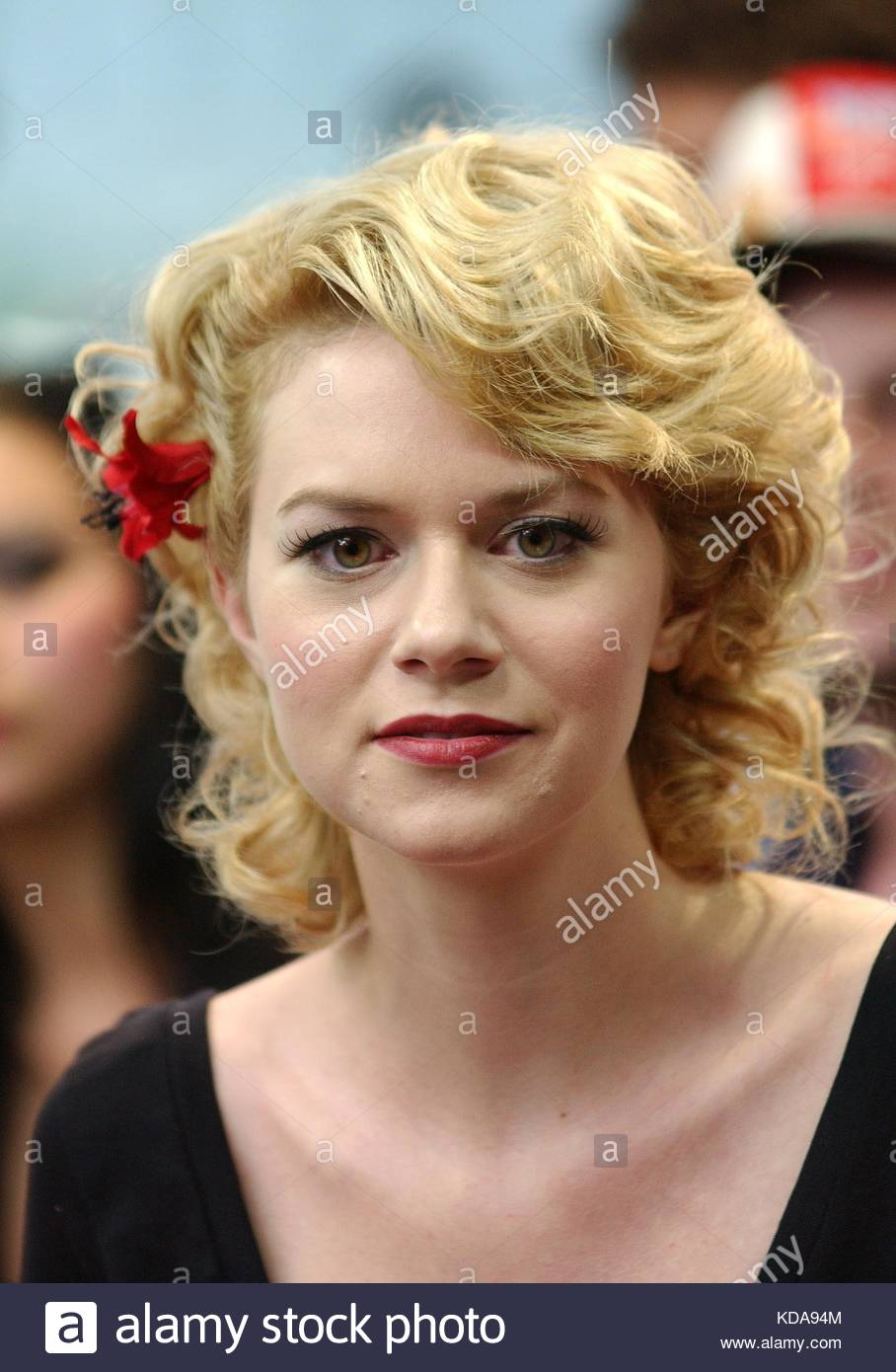 hilarie burton dating Hilarie ross burton is an american actress and producer a former host of mtv's total request live burton gained wider recognition with leading roles in the films our very own , solstice and the list.