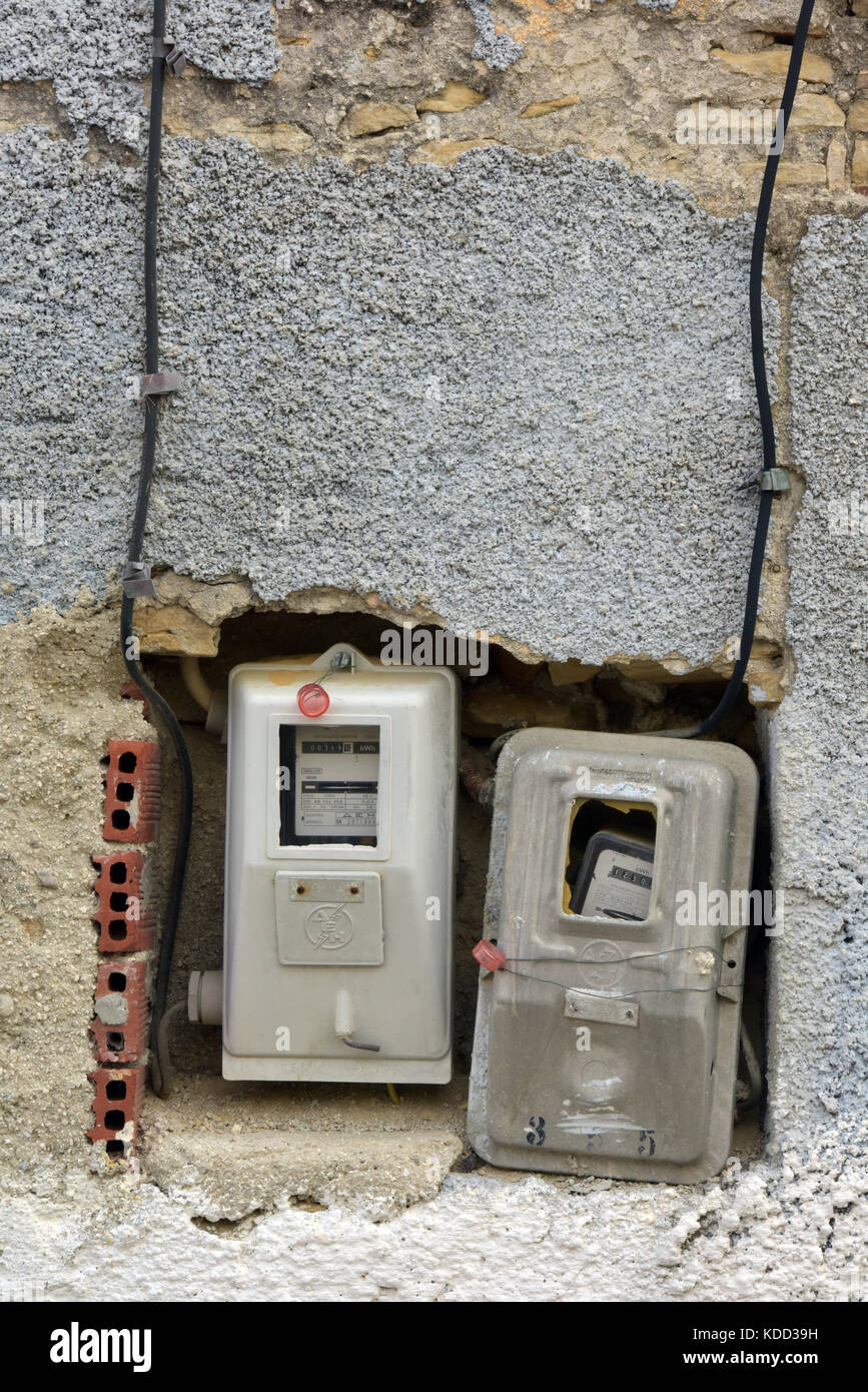 Wiring Gas Meters Houses Data 15813453 1581561180 15815952 Sewing Machine Threading Diagram Electricity And Badly Installed In An Unsafe Way On Rh Alamy Com Amp Meter Omes