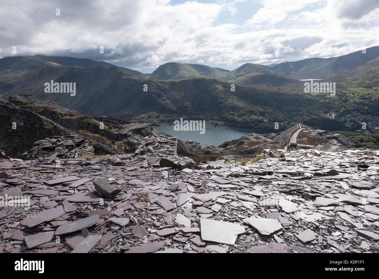Dinorwic slate quarry between llanberis and dinorwig stock - Cantera de pizarra ...