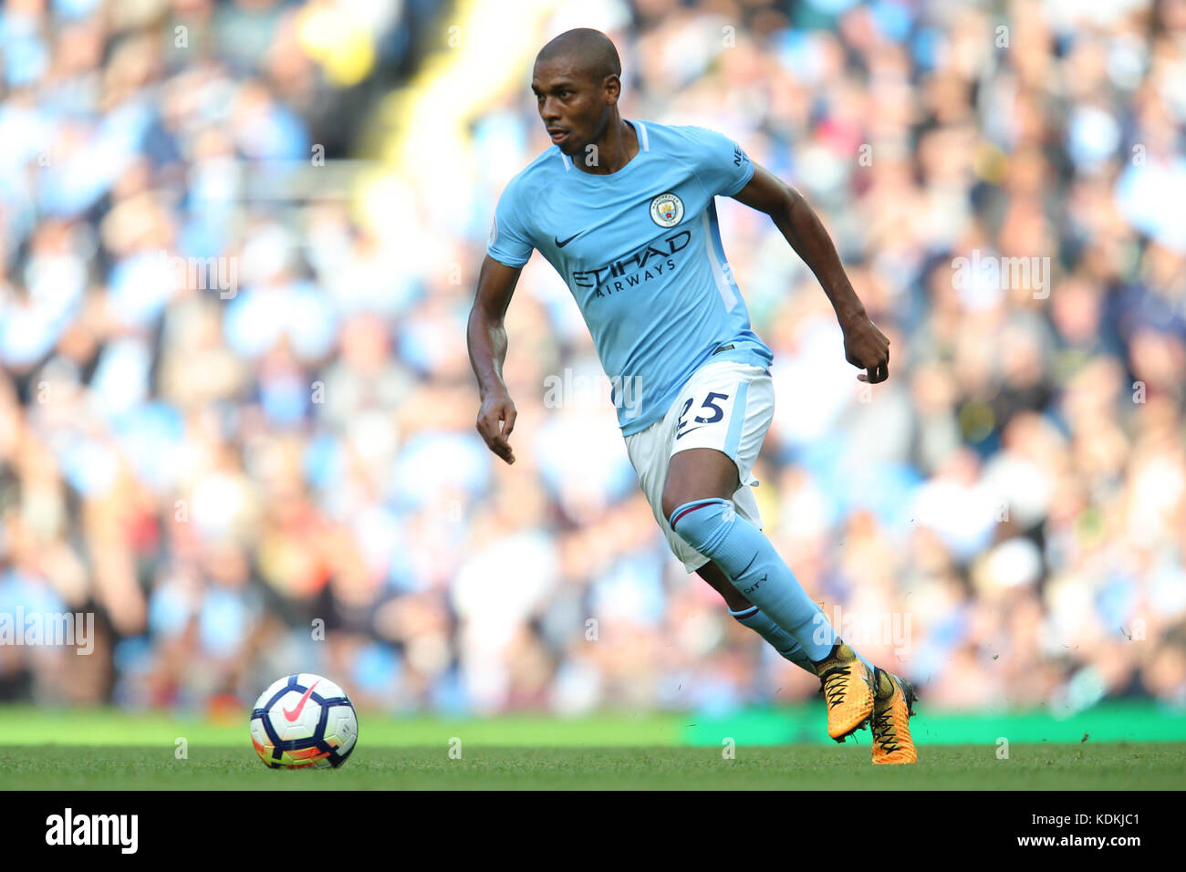 Fernandinho MANCHESTER CITY FC PREMIER LEAGUE MANCHESTER CITY V