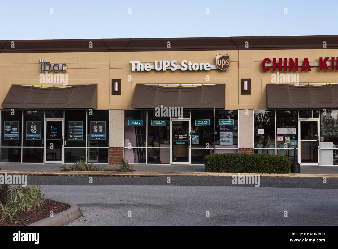 Glass door ups store - The Ups Store Located In Eustis Florida Usa Stock Image