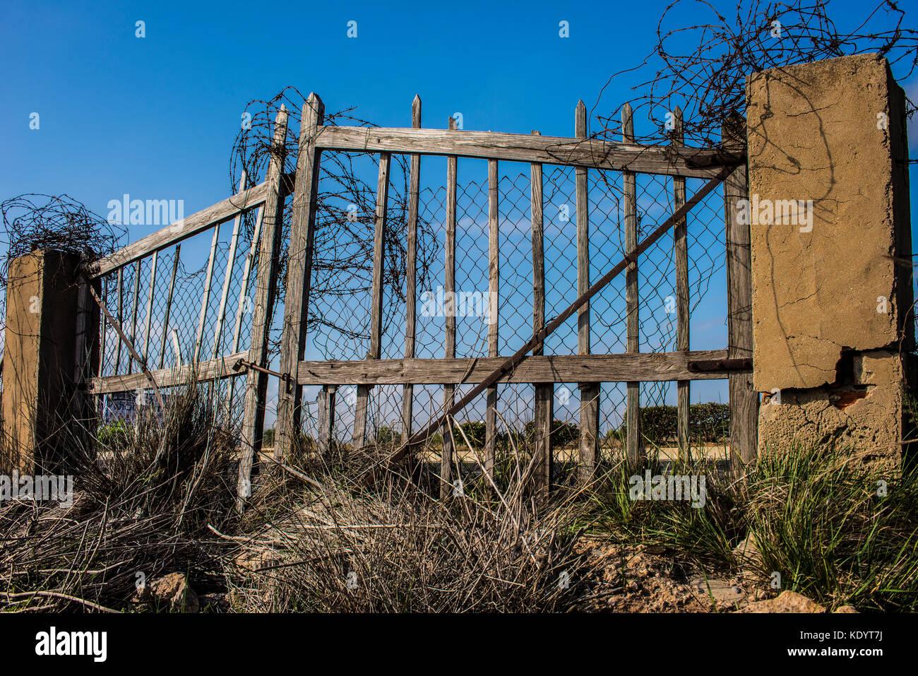 Wooden gates stock photos images alamy