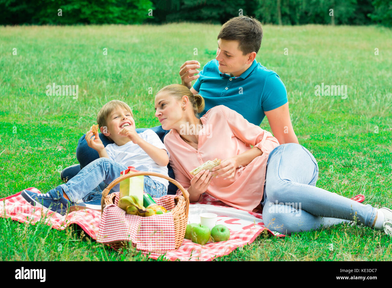 Family Healthy Eating Outside Stock Photos Amp Family