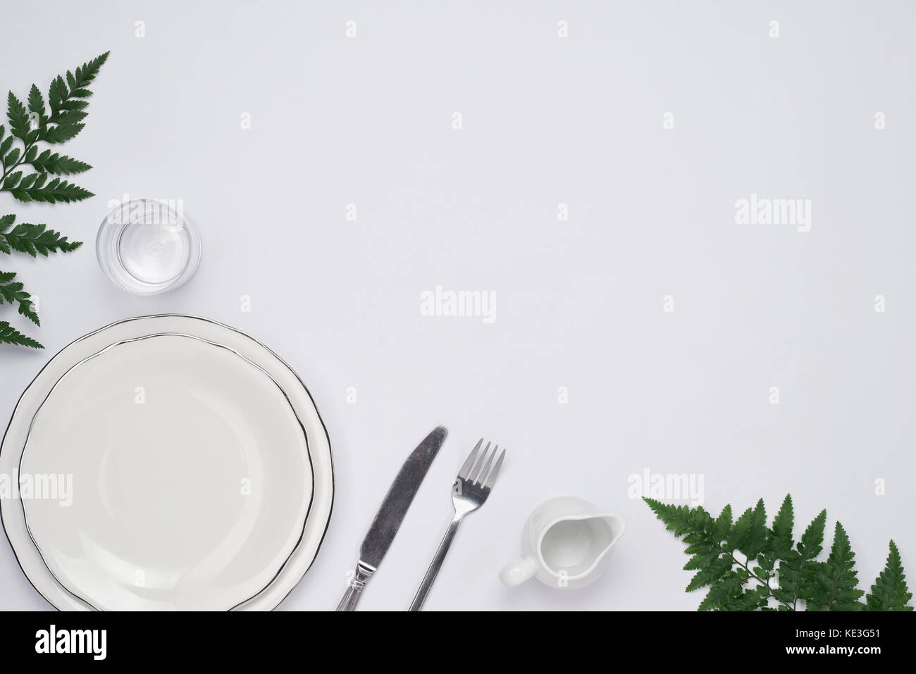 Dinner plate setting top view. Empty plate and silverware set on wooden table  sc 1 st  Alamy & Dinner plate setting top view. Empty plate and silverware set on ...