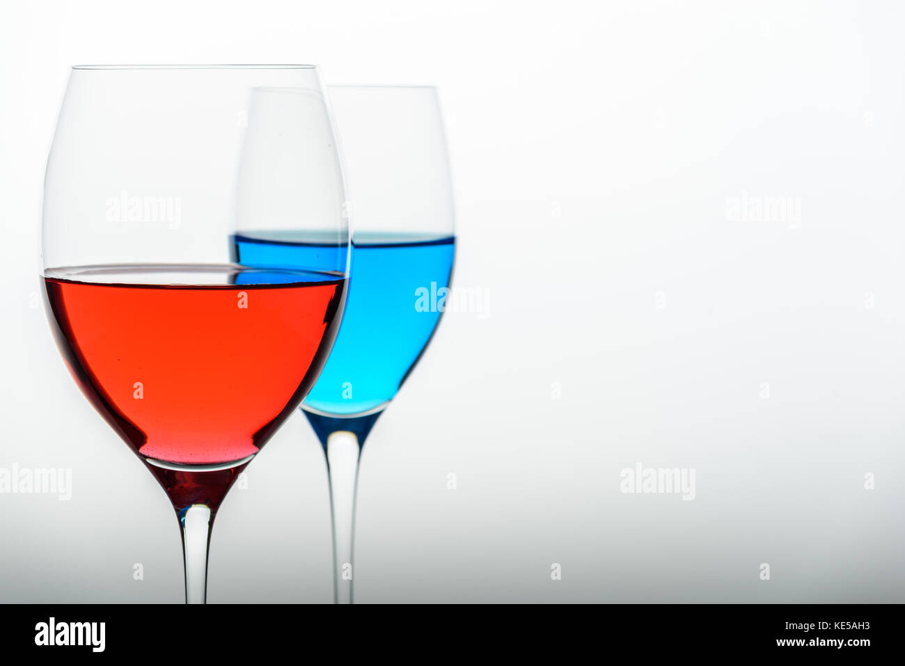 rosecolored glasses and the glass menagerie essay Discussion of themes and motifs in tennessee williams' the glass menagerie enotes critical the glass menagerie themes at a glance quiz, and essay.