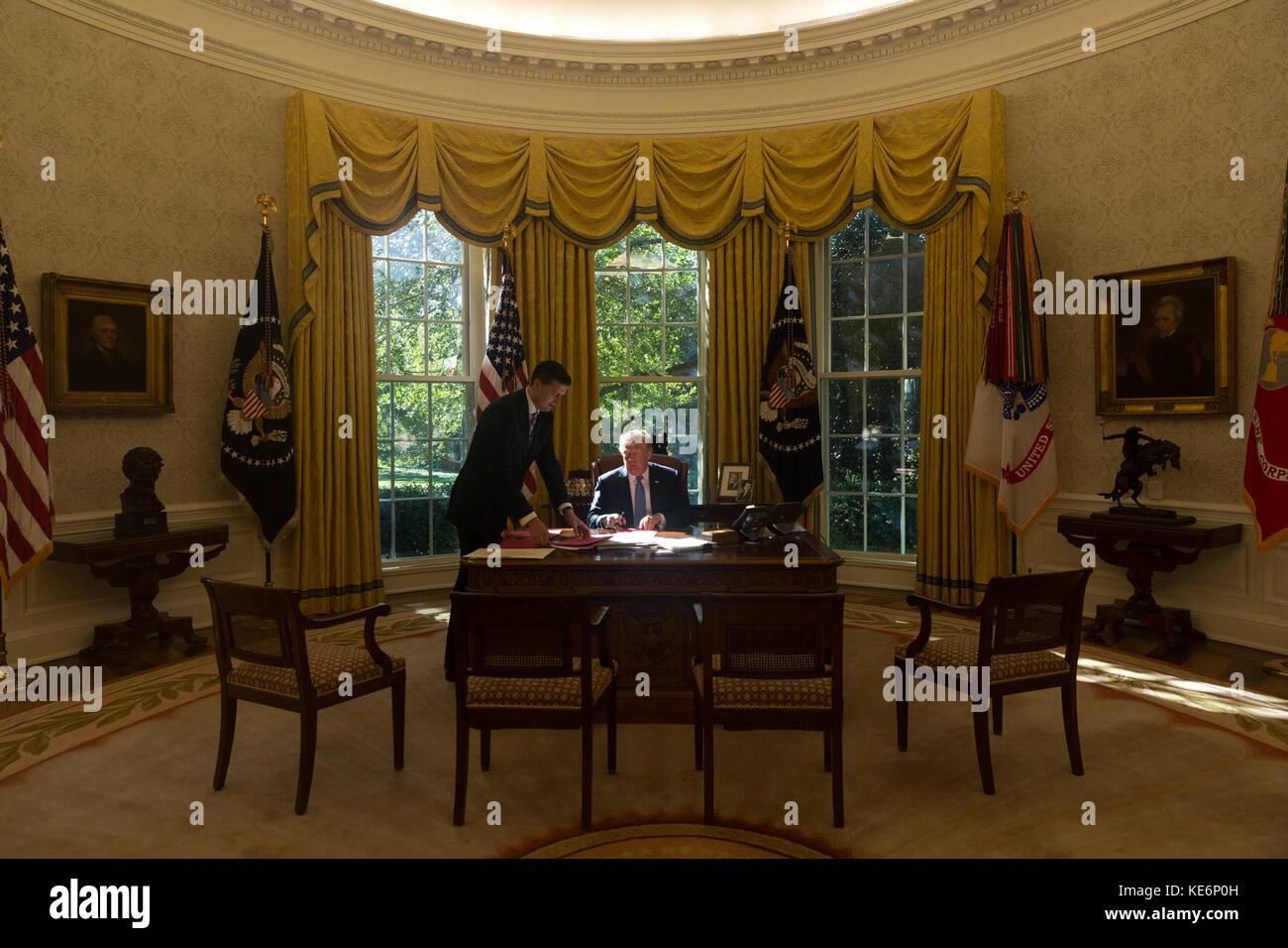 White House Oval Office Desk Stock Photos White House