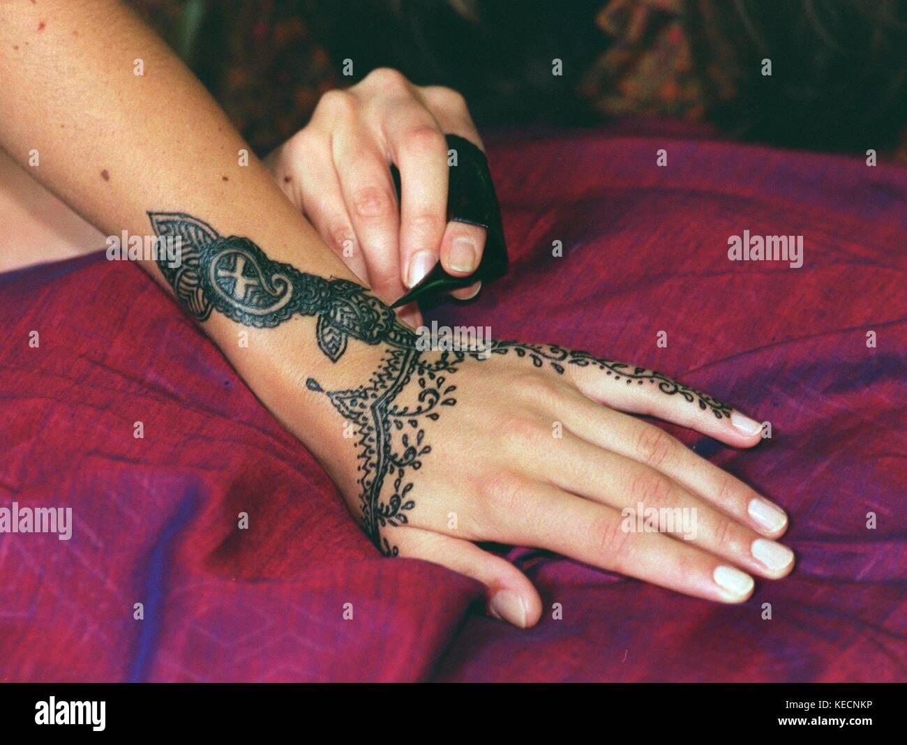 Indian Tattoo Art Mehndi Becomes Increasingly Popular In Europe