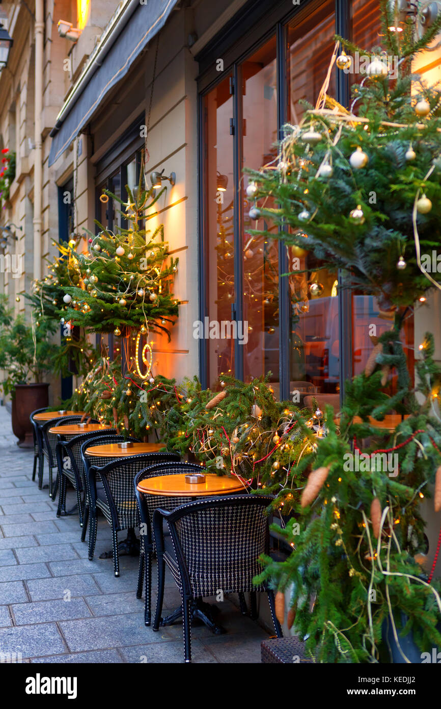 Tables outside paris bistro on stock photos tables for Alif tree french cuisine