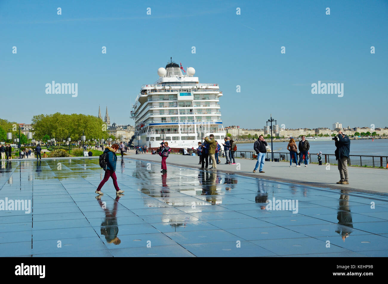 Cruise ship pool tourists stock photos cruise ship pool for Mirror pool bordeaux