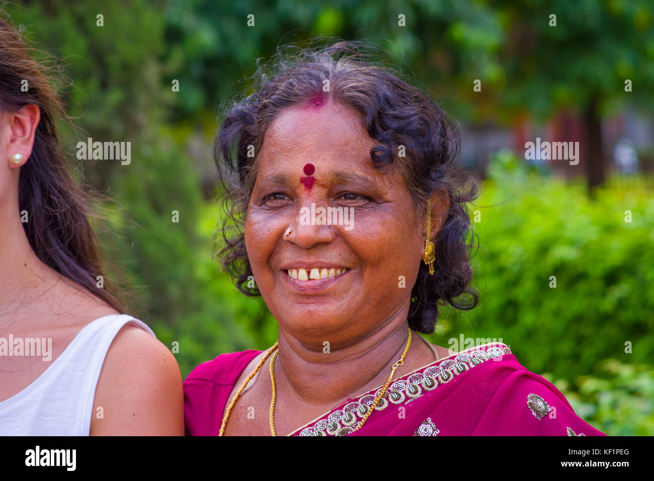 hindu single women in center point Bindis: why do indians wear a red dot on their forehead or to be more precise by hindu women why do indians wear a red dot on their forehead.
