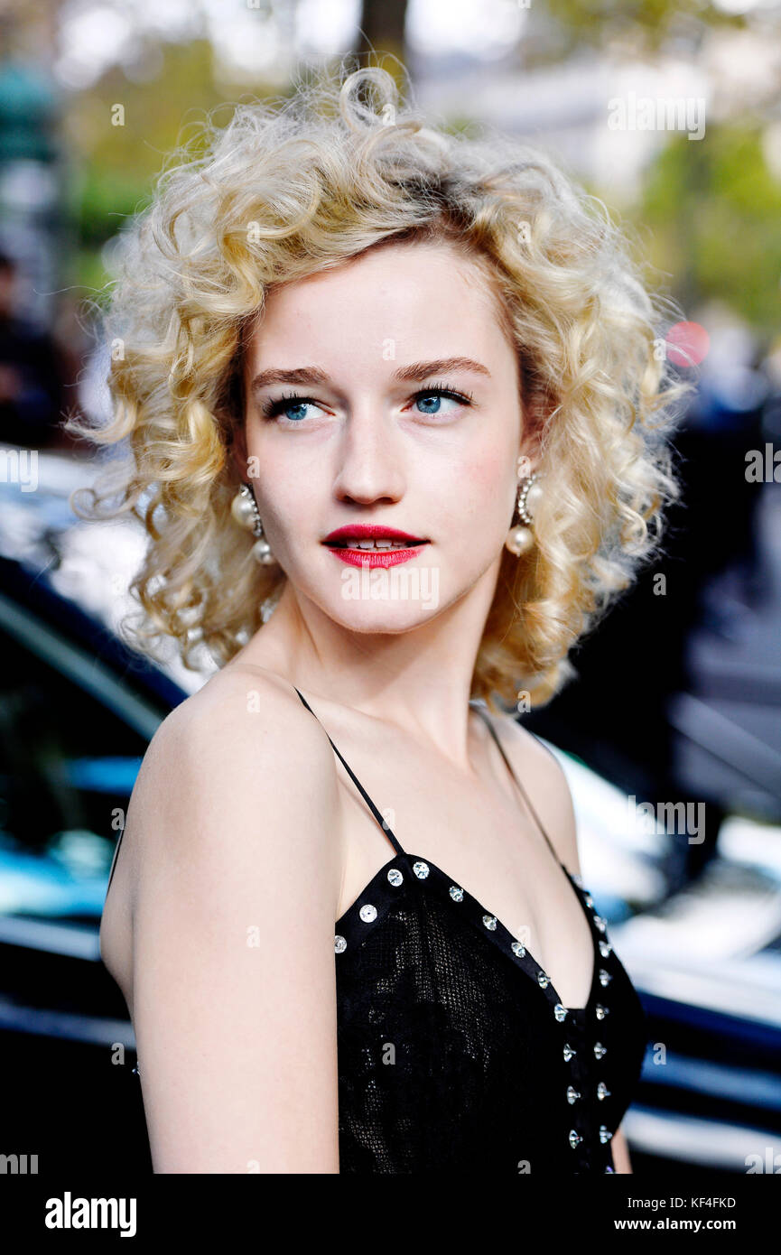 Julia Garner At Ozark Screening And Reception In Los: Julia Garner Stock Photos & Julia Garner Stock Images