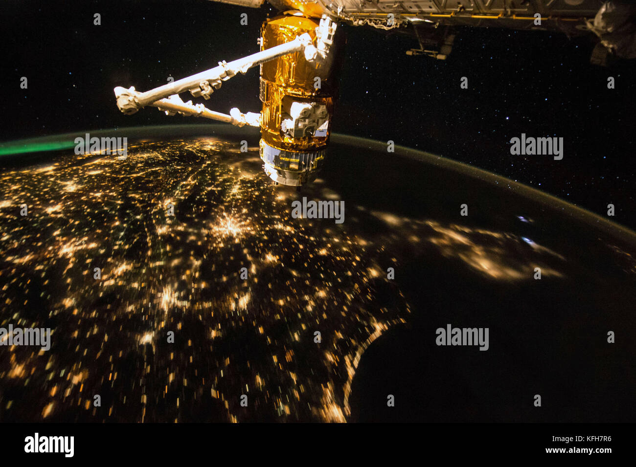 Iss from space stock photos iss from space stock images for Space station usa