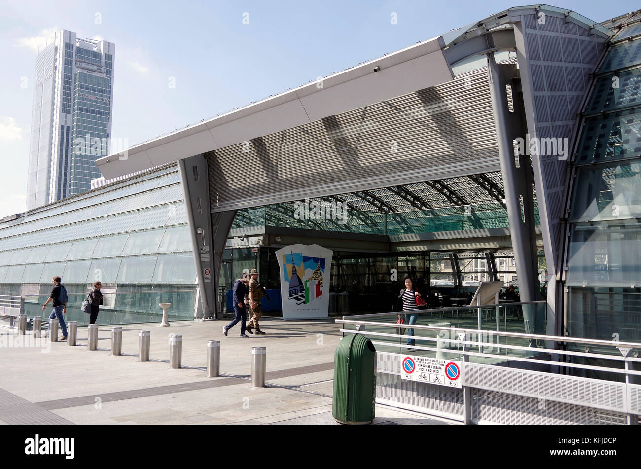 13 m long stock photos 13 m long stock images alamy - Torino porta susa parigi ...