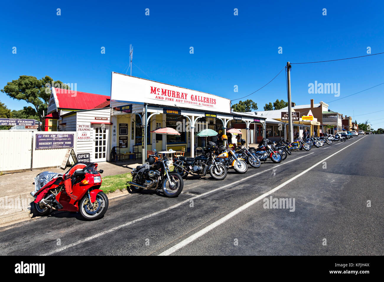 motorcycles outside a restaurant stock photos motorcycles outside a restaurant stock images. Black Bedroom Furniture Sets. Home Design Ideas