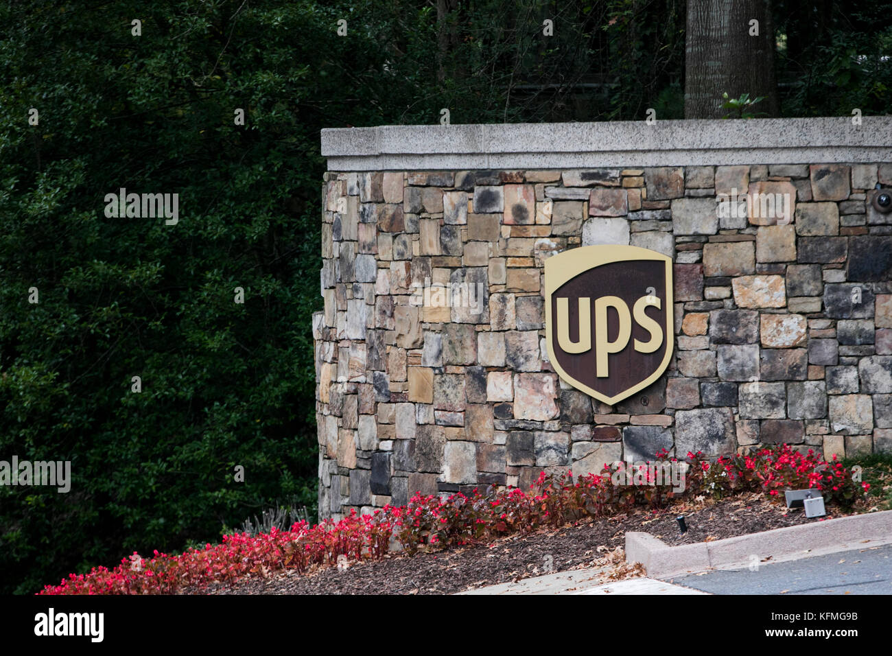 development of united parcel service United parcel service, inc corporate office & united parcel service, inc headquarters reviews, corporate phone number and address.