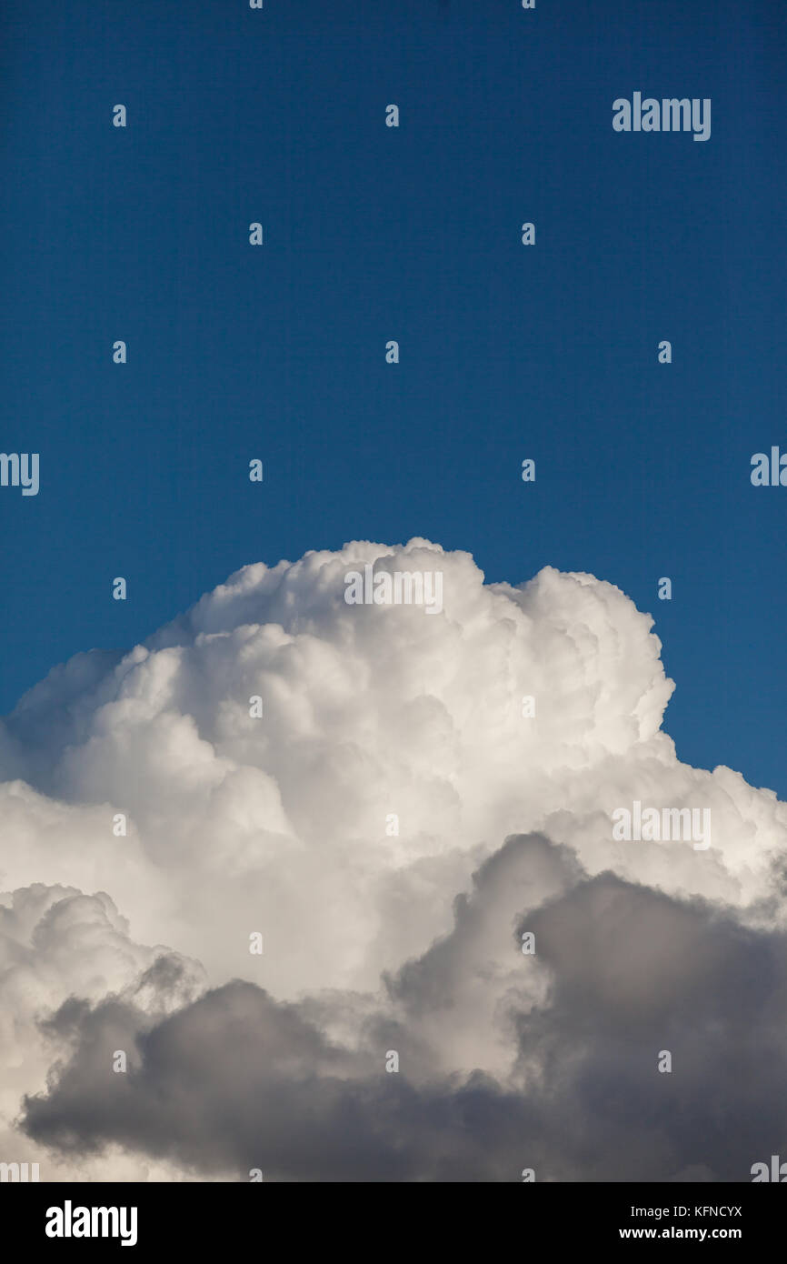 weisse wolken stock photos weisse wolken stock images alamy. Black Bedroom Furniture Sets. Home Design Ideas