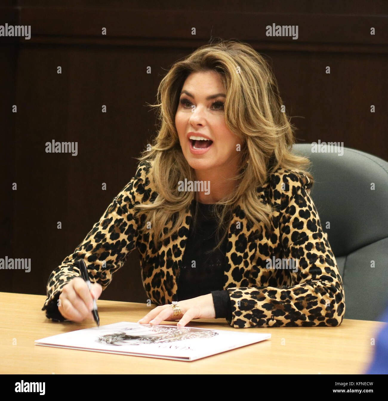 Shania Twain Attends Her Album Signing For Now At Barnes Noble
