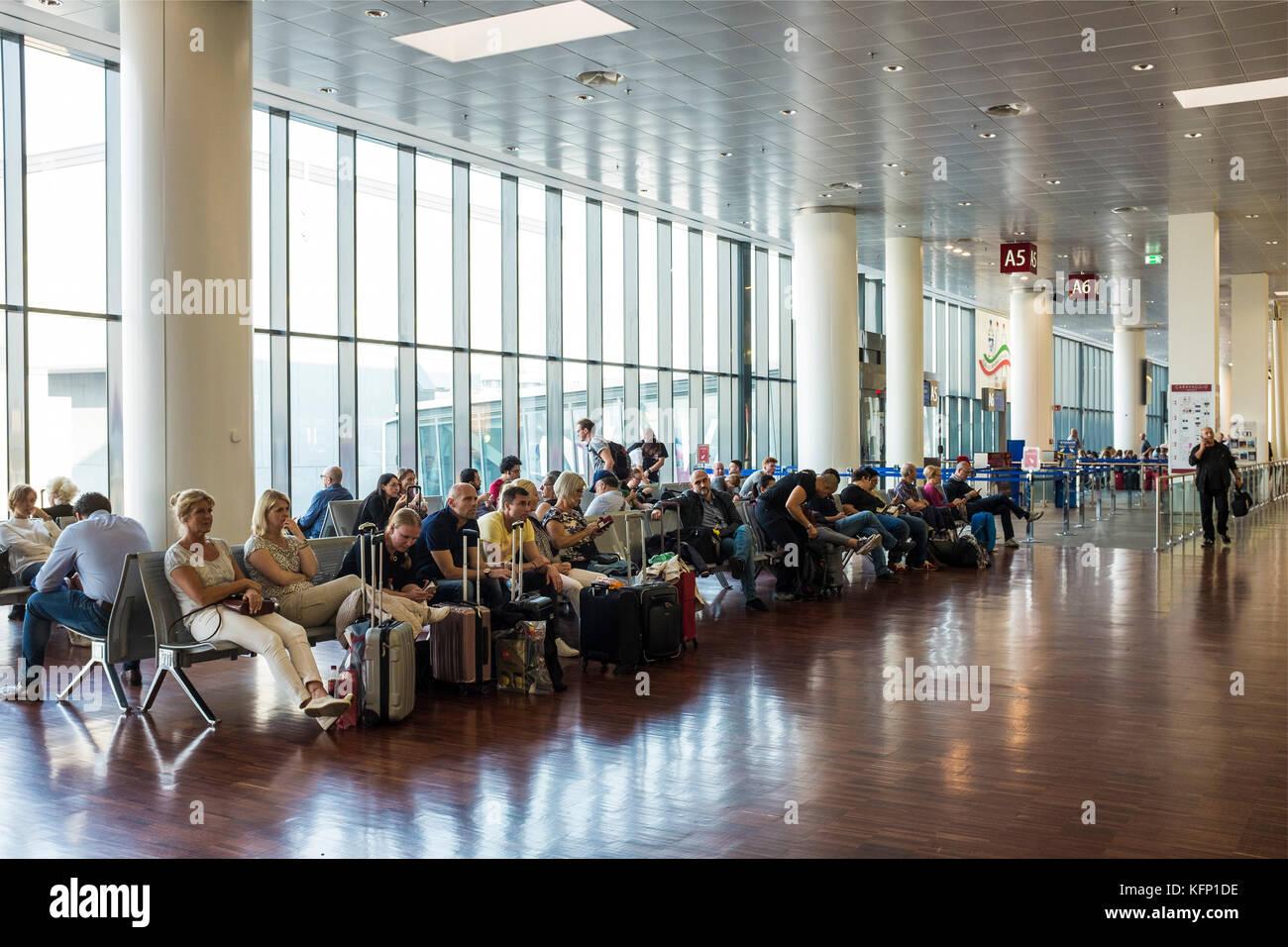 Aeroporto Orio Al Serio : Apre infopoint gate a orio al serio magoni «volano strategico
