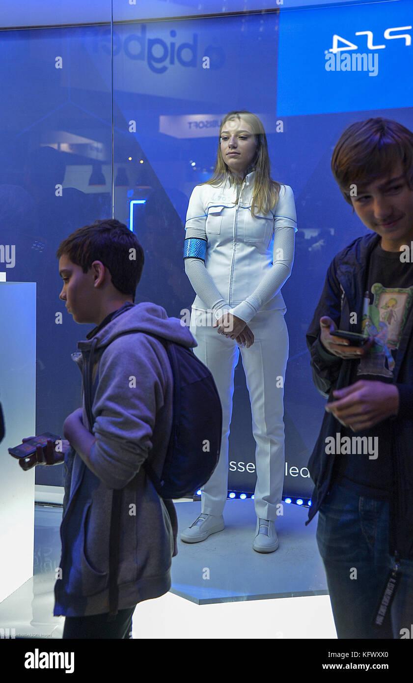 Fashion designer paris game dress up