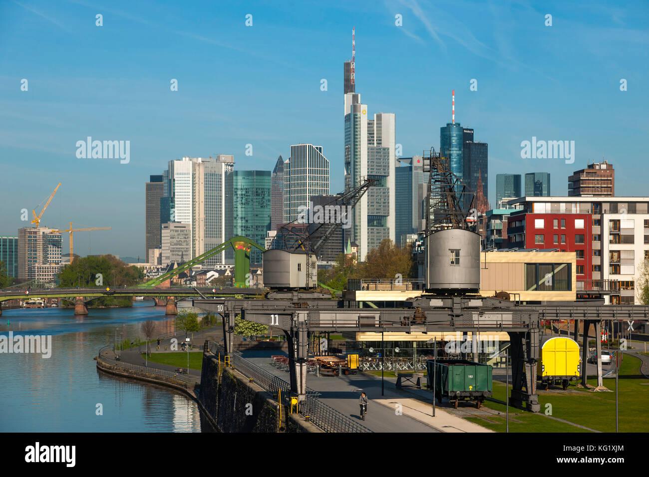 Frankfurt Oosten frankfurt am hessen germany skyline flösserbrücke