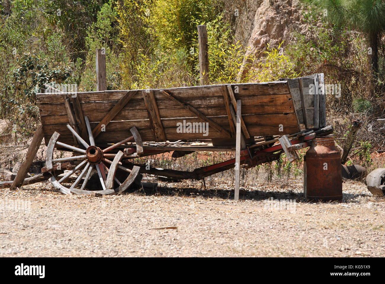 Wagon wheel broken stock photos wagon wheel broken stock for Things to do with old wagon wheels