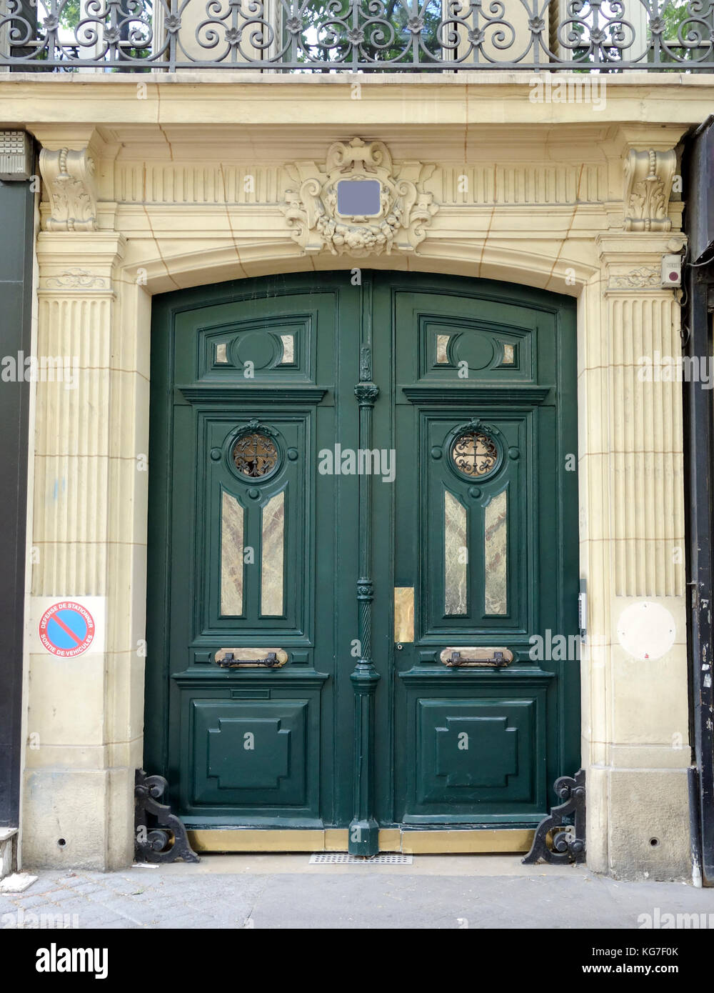Green double courtyard doors in Paris 2017 & Green double courtyard doors in Paris 2017 Stock Photo Royalty ...