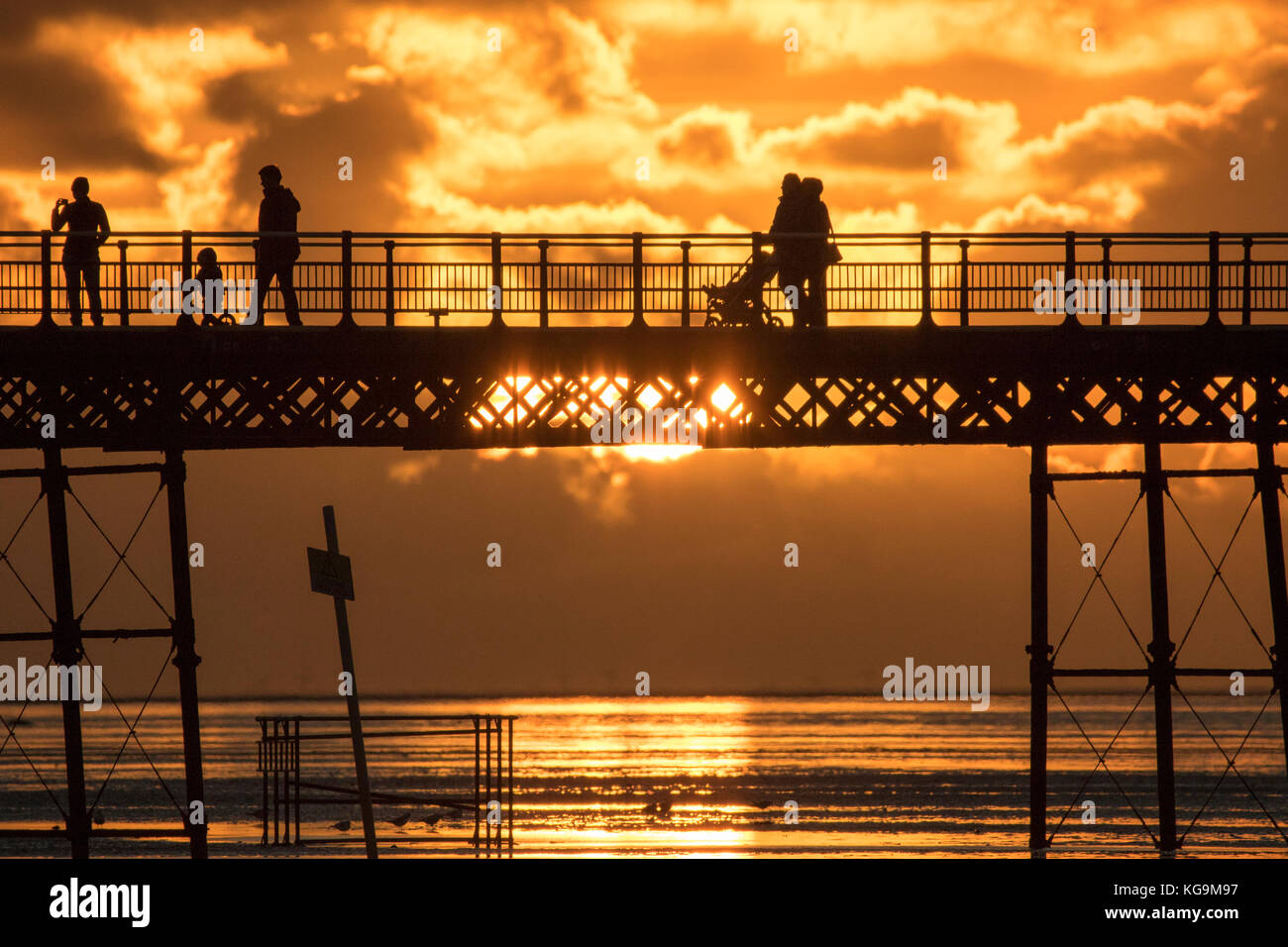 Southport, Merseyside, Sunset over Southport Pier. 5th November ...