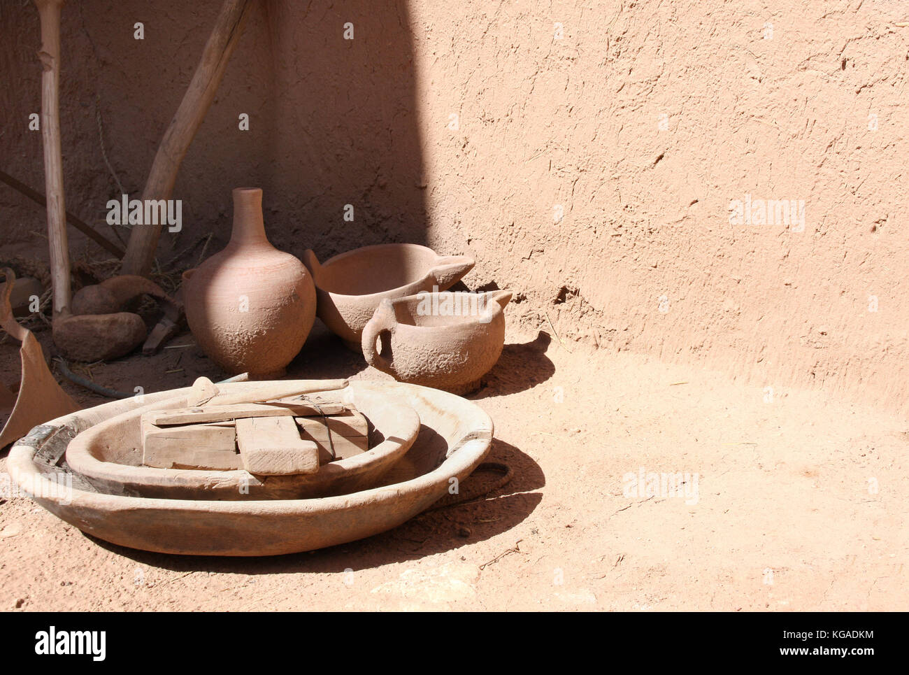Moroccan vase stock photos moroccan vase stock images alamy traditional clay pottery in the moroccan house kasbah ait ben haddou ait benhaddou reviewsmspy