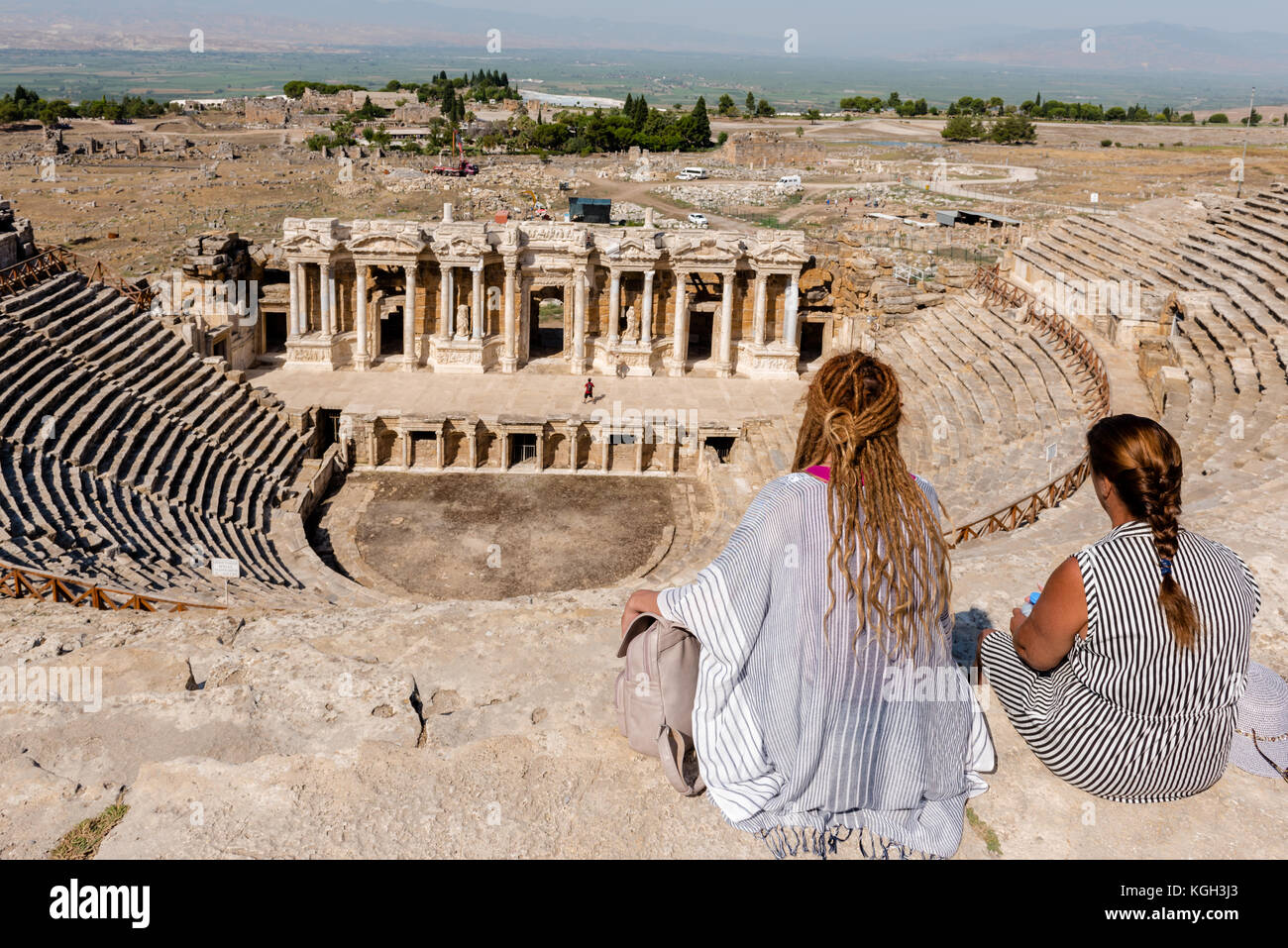 an analysis of the view of women in ancient greece Clothing and dress for women in the art of ancient greece  index time line  this discreet fashion not only gave a privileged view of the face to the ancient art.
