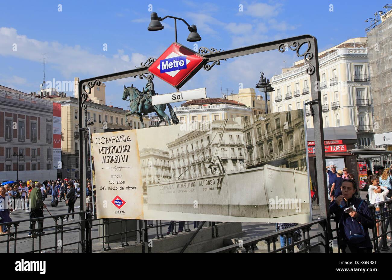 Spanish metro madrid stock photos spanish metro madrid for Plaza de la puerta del sol